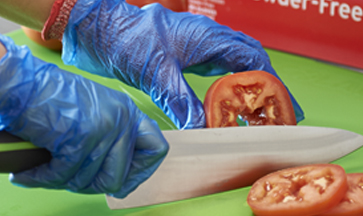 foodhandling-gloves-foodservice-in-action